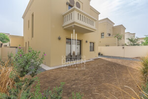 Residential Villa for Sale in Casa, Buy Residential Villa in Casa