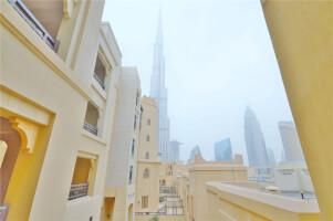 Burj Khalifa view   2 Terrace   Upgraded