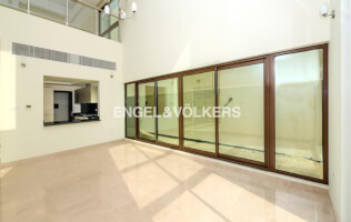 Fully Fitted Kitchen | Private Elevator