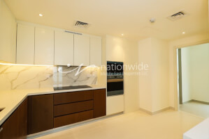 Superb Brand New Family Home with Beach Front