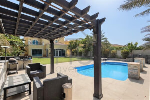 Immaculate Private 4 Bed Fully Upgraded Villa