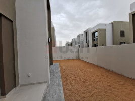 Exclusive 4Br Townhouse opposite to Pool and Park